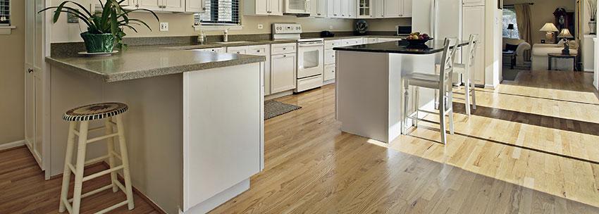از کفپوش چوب مهندسی در منزل برای هماهنگ کردن ارتفاع مکانهای مختلف استفاده میشود.