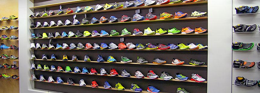 برای اولین خرید کفش ورزشی مخصوص دویدن به یک فروشگاه پوشاک و لوازم ورزشی باکیفیت بروید.