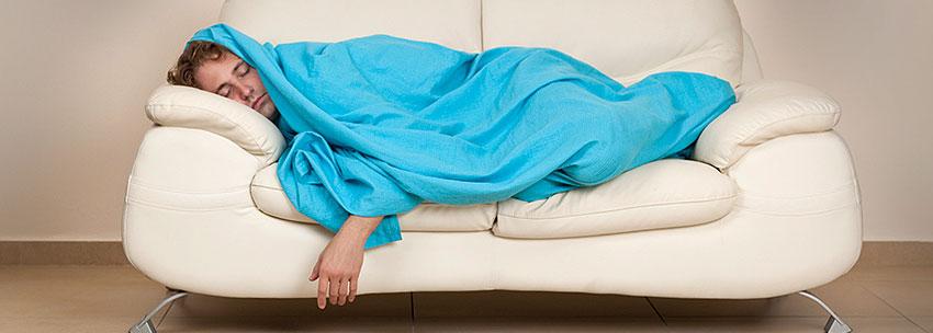 نتیجه تصویری برای خوابیدن روی کاناپه